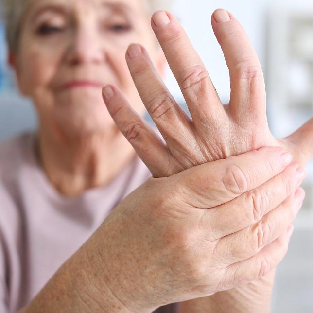 artritisz lábujjak tünetei)